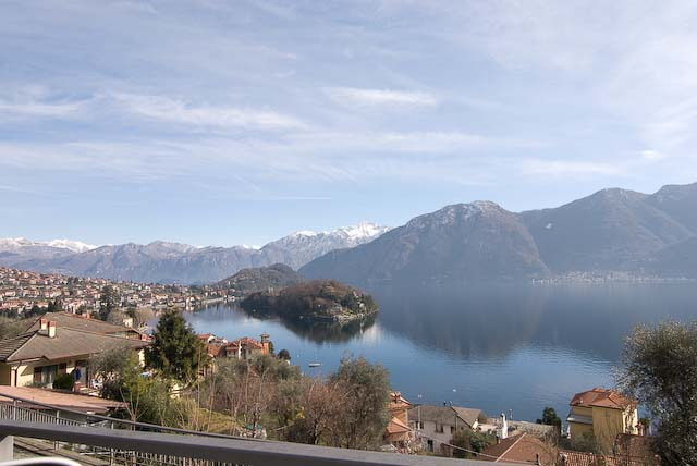 Lake como properties vista isola 2 bed apartment for Alexander isola