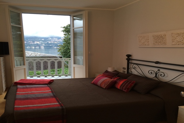 1st floor Master bedroom with lake view & balcony