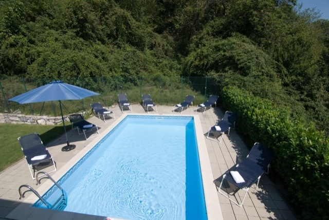 stunning 4x7m pool & spacious sun deck